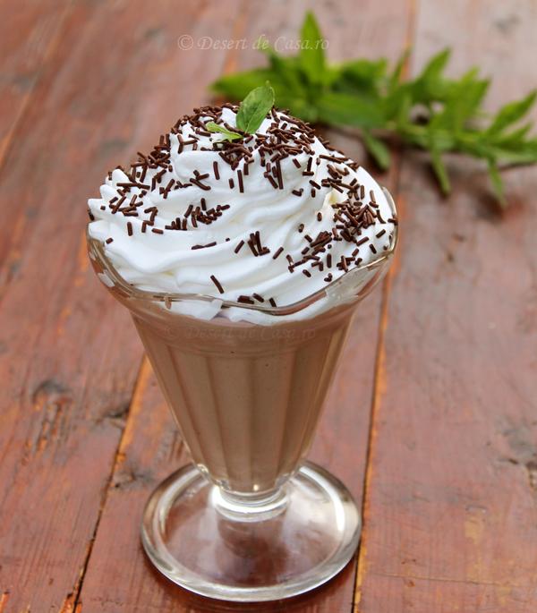 Sarlota cu rom si cacao