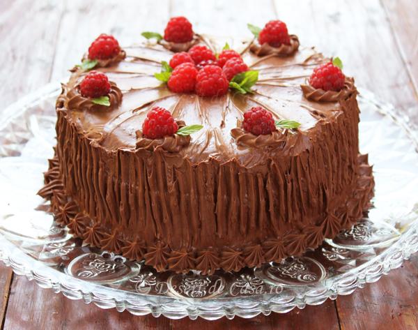 tort cu ciocolata si zmeura foto