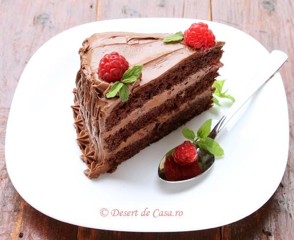 tort cu zmeura si ciocolata interior foto