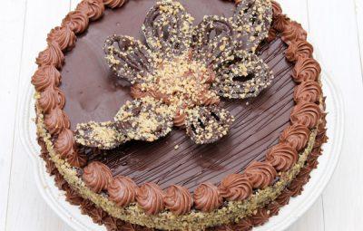 tort cu alune si ciocolata reteta in imagini