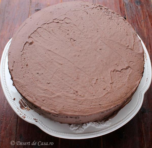 tort cu nuca si ciocolata imagine