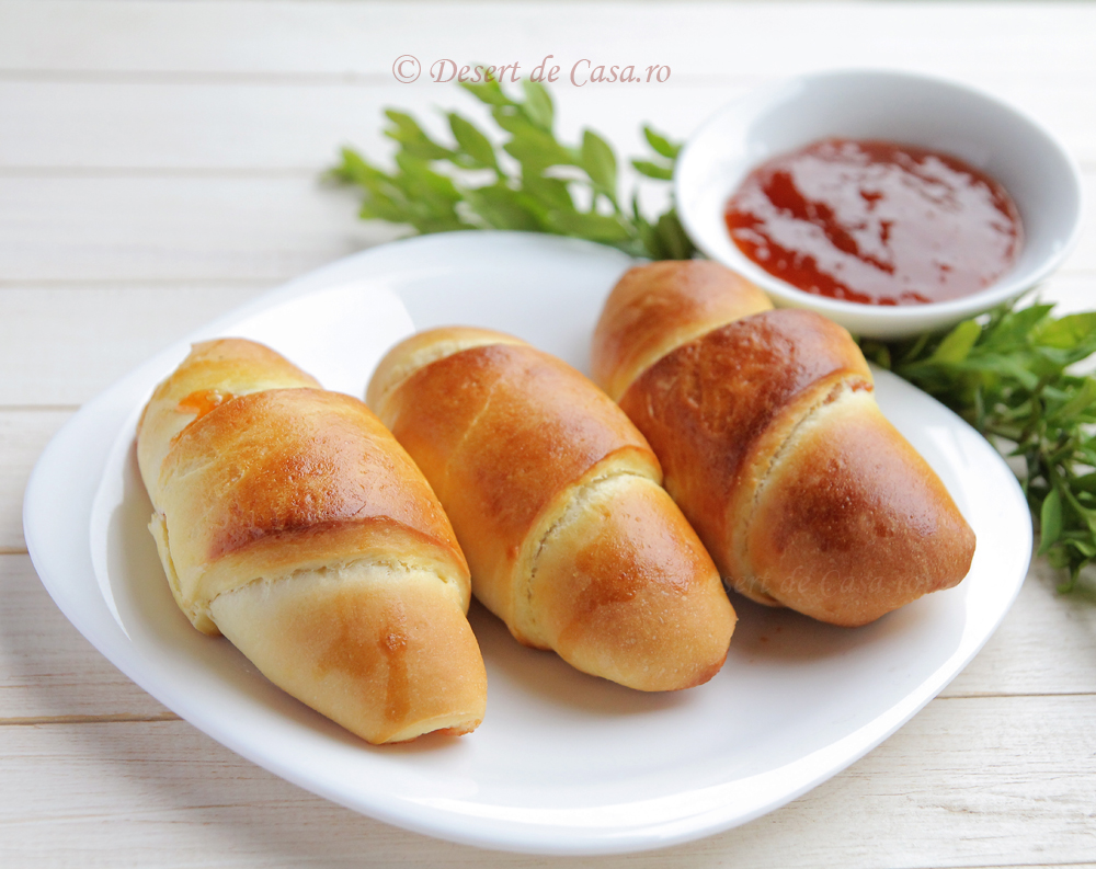 Cornuri cu marmelada de caise