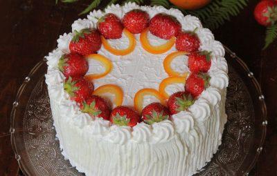 tort cu ananas, capsuni, portocale