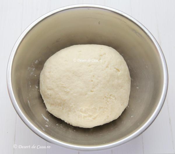 cornuri pufoase cu branza dulce (3)
