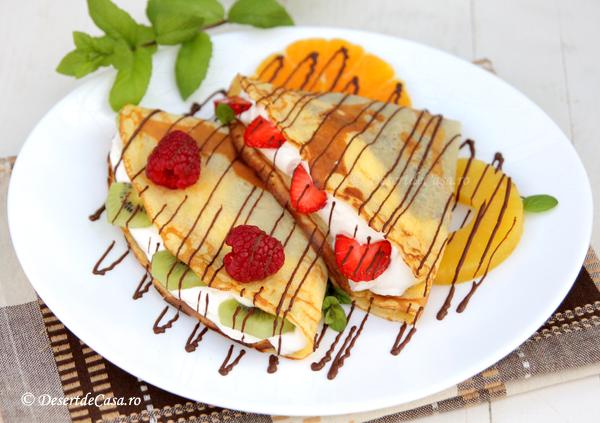 Clatite cu fructe si ciocolata