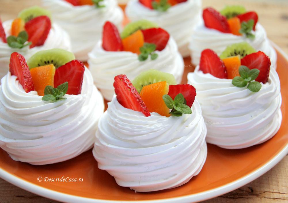 Mini Pavlova cu Fructe